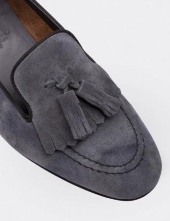 Hakiki Süet Gri Püsküllü Kadın Ayakkabı