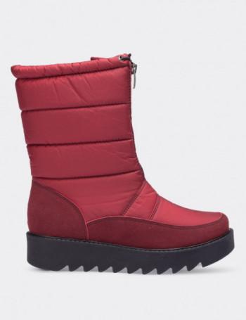 Kırmızı Kadın Kar Botu