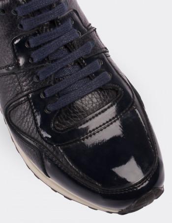 Hakiki Rugan Lacivert Spor Kadın Ayakkabı