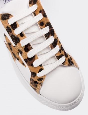 Leopar Desenli Beyaz Kadın Sneaker