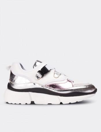 Beyaz Bağcıksız Kadın Sneaker